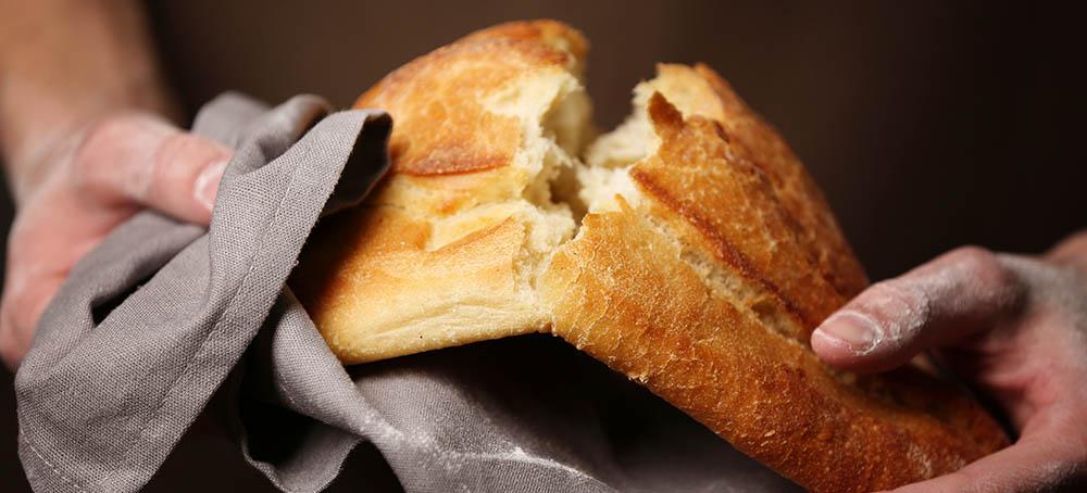 Pan tradicional con maquinaria para panaderia